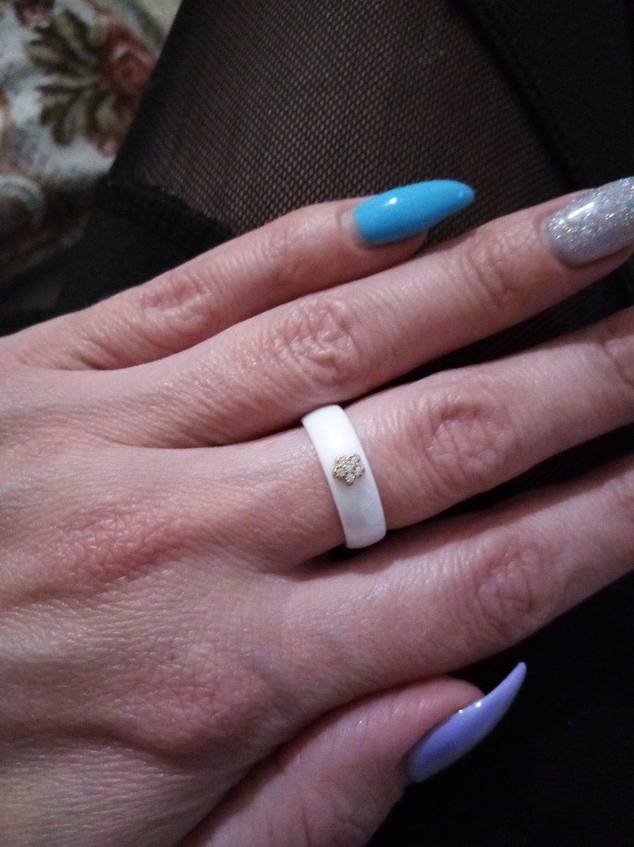 Кольцо белая керамика