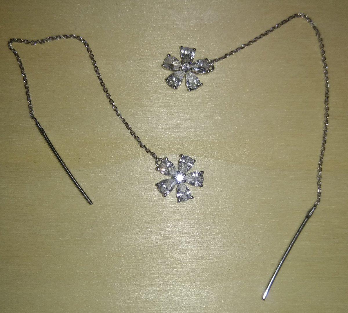 Серебряные серьги со сверкающими фианитами