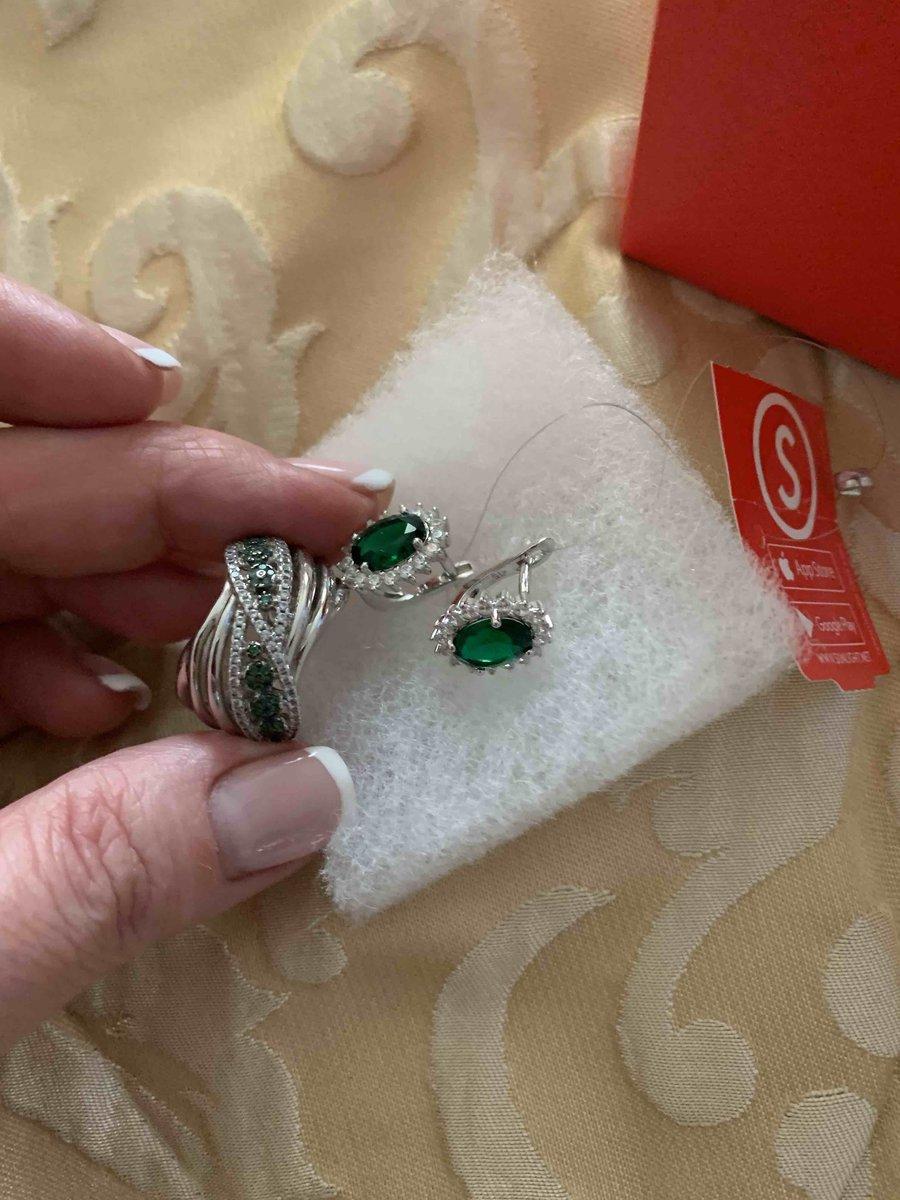 Красивые зеленоглазые серьги