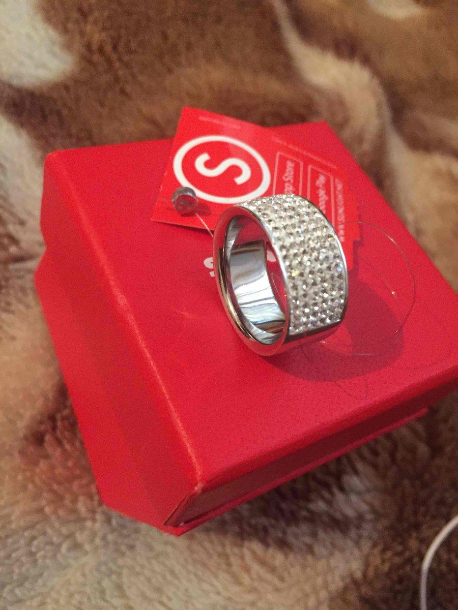 Очень красивая кольцо так мне понравилос просто 👍👍👍👍👌