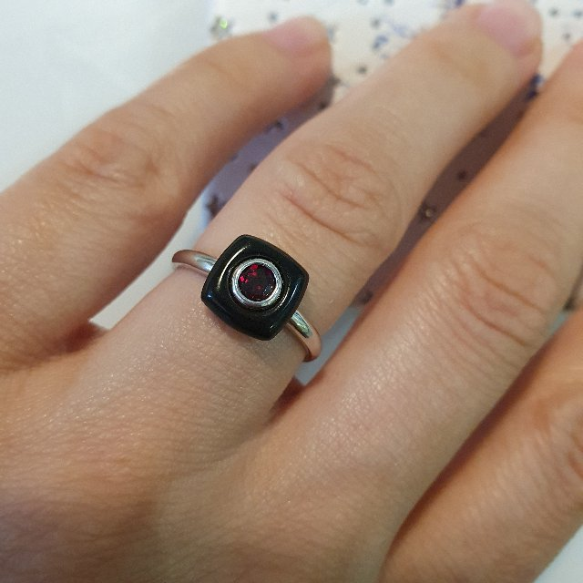 Интересное кольцо с гранатом