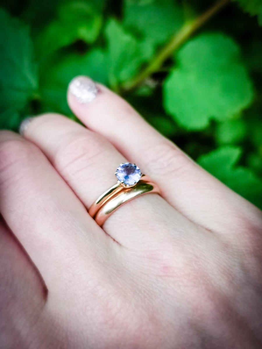 Чудесное кольцо с танзанитом