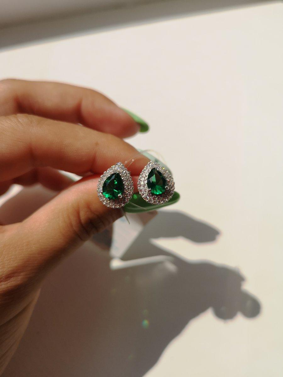 Серебряные серьги с зелёным камнем