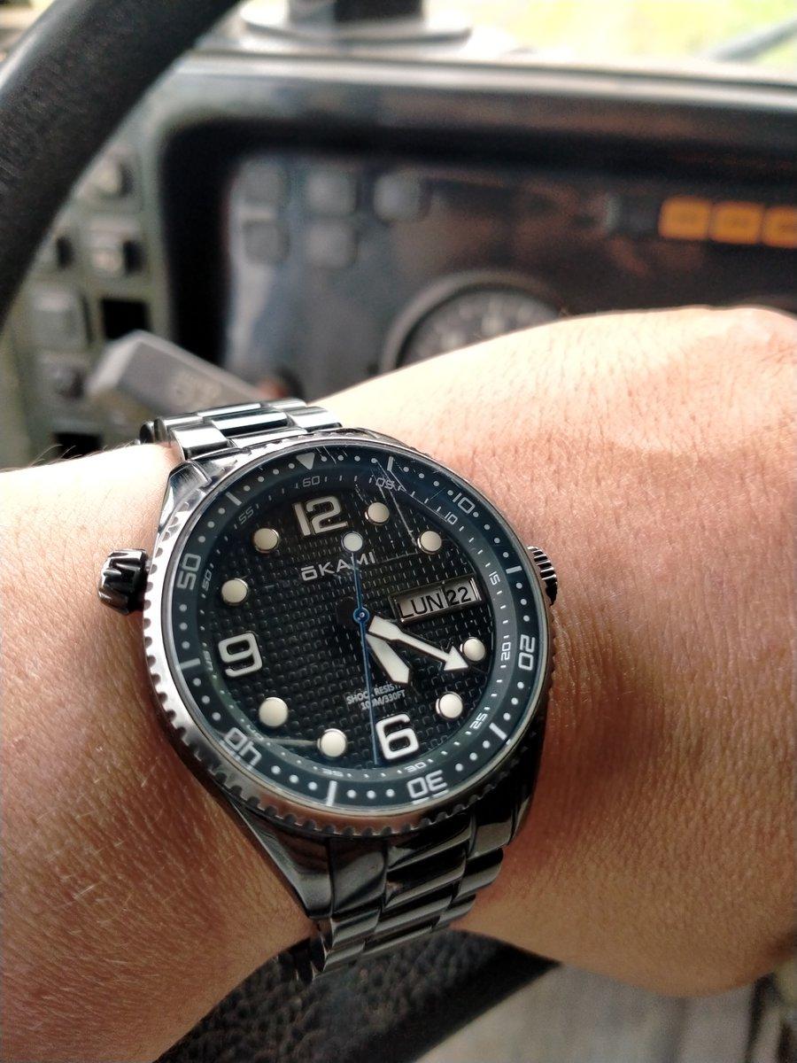 Почти год как ношу часы