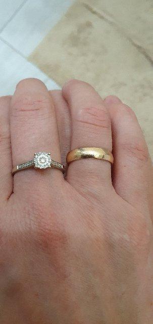 Очень красивое кольцо .  Выглядеть изящно и модно. Я очень довольна своей