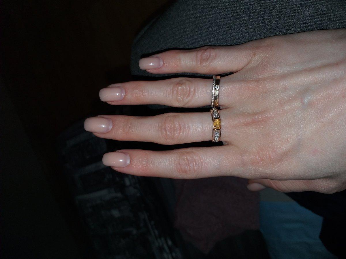Красивое кольцо под базовый гардероб и на выход