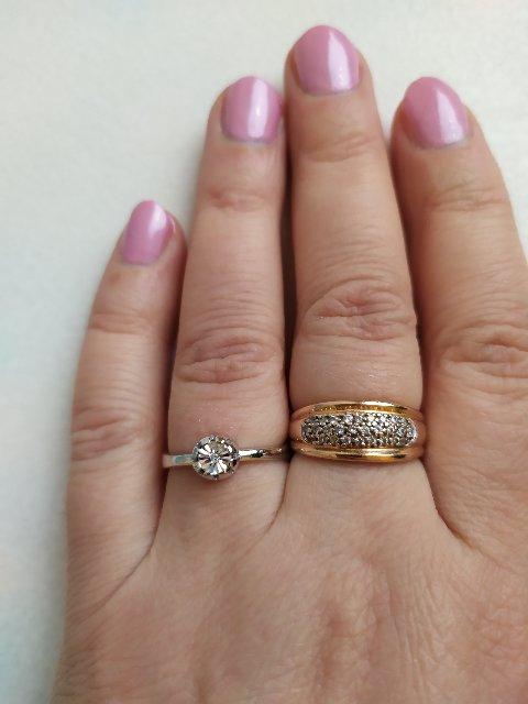 Такое недорогое кольцо, но с бриллиантом, пусть небольшим, но бриллиантом!