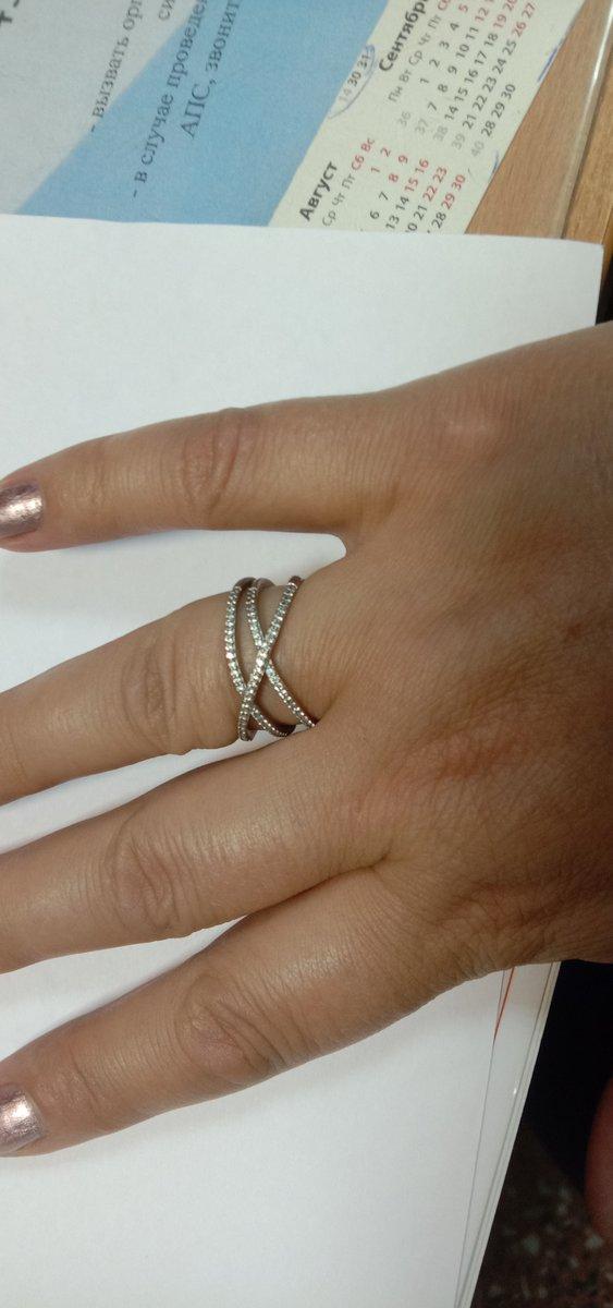 Стальное кольцо с фианитами