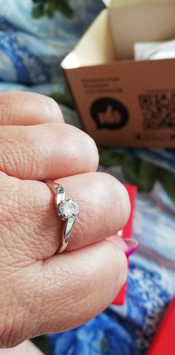 Серебряное кольцо с фианитами.