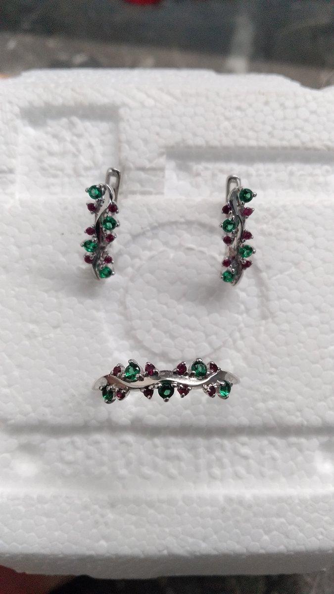 Серебряное кольцо и серьги с фианитами