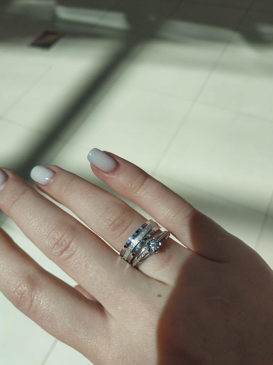 Обручальное кольцо из белого золота с алмазным напылением
