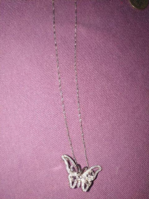 Очень нежная, милая бабочка, подойдёт на любую вещь, на солнце играет радуж