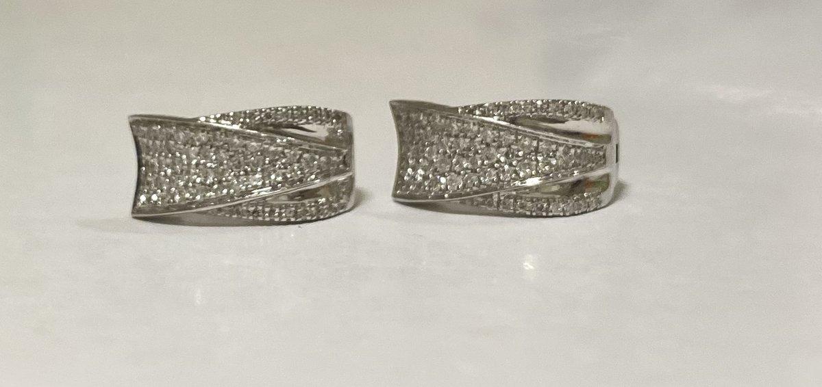 Красивые элегантные сережки с бриллиантами