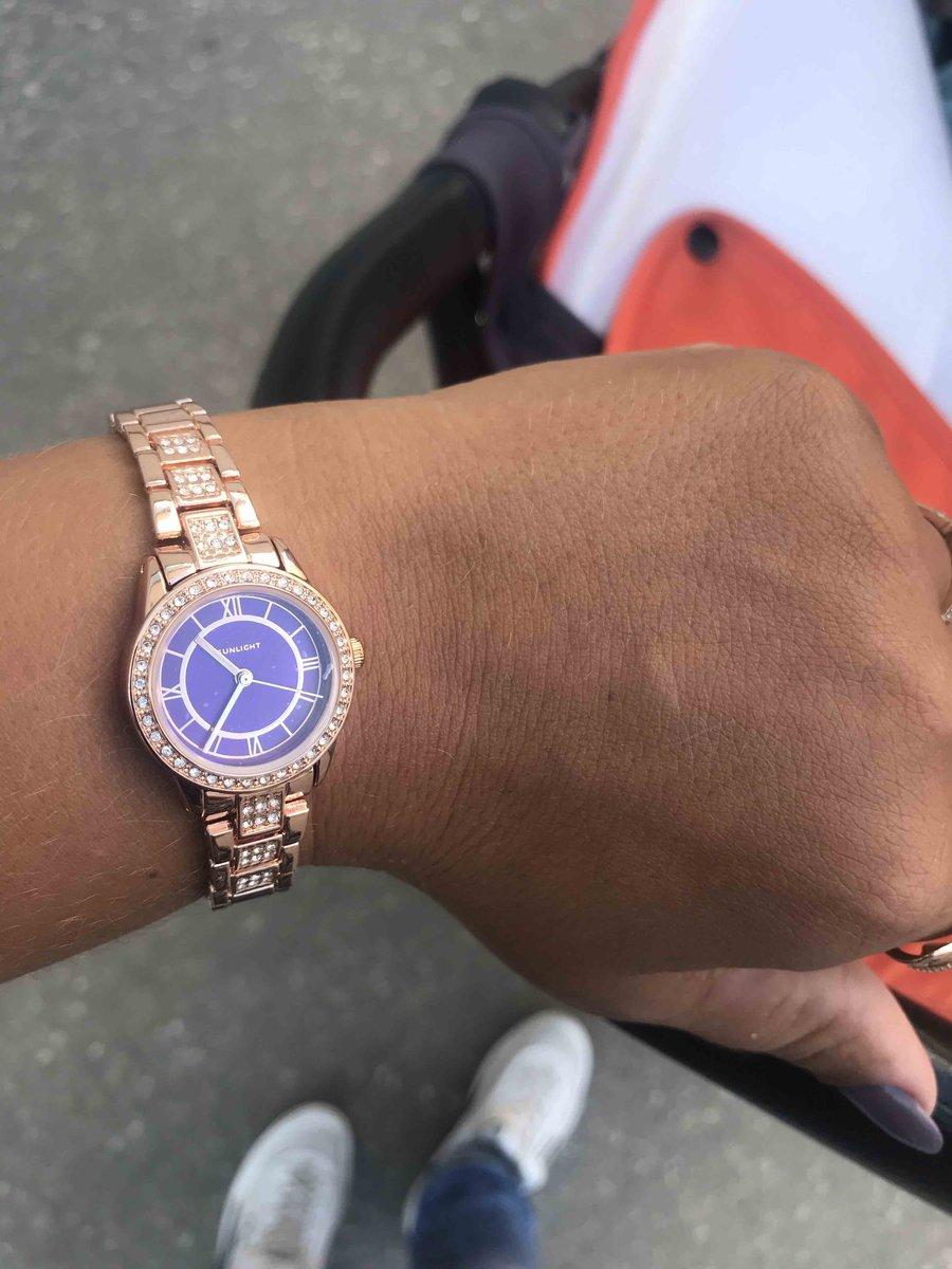 Очень красивые часы ни о чем не пожелела , стильные и модные для девушки ))