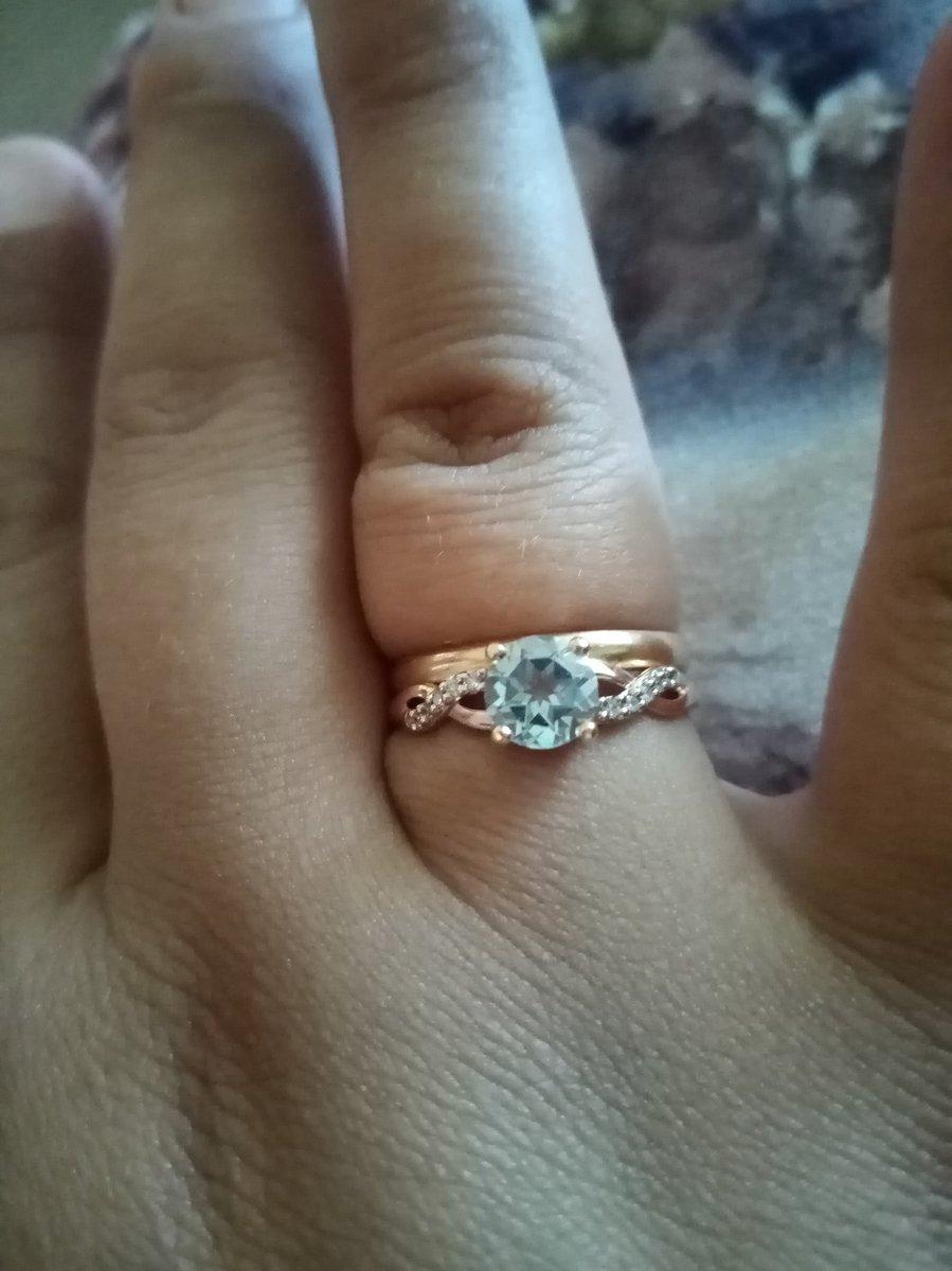 Супруг подарил на годовщину свадьбы.