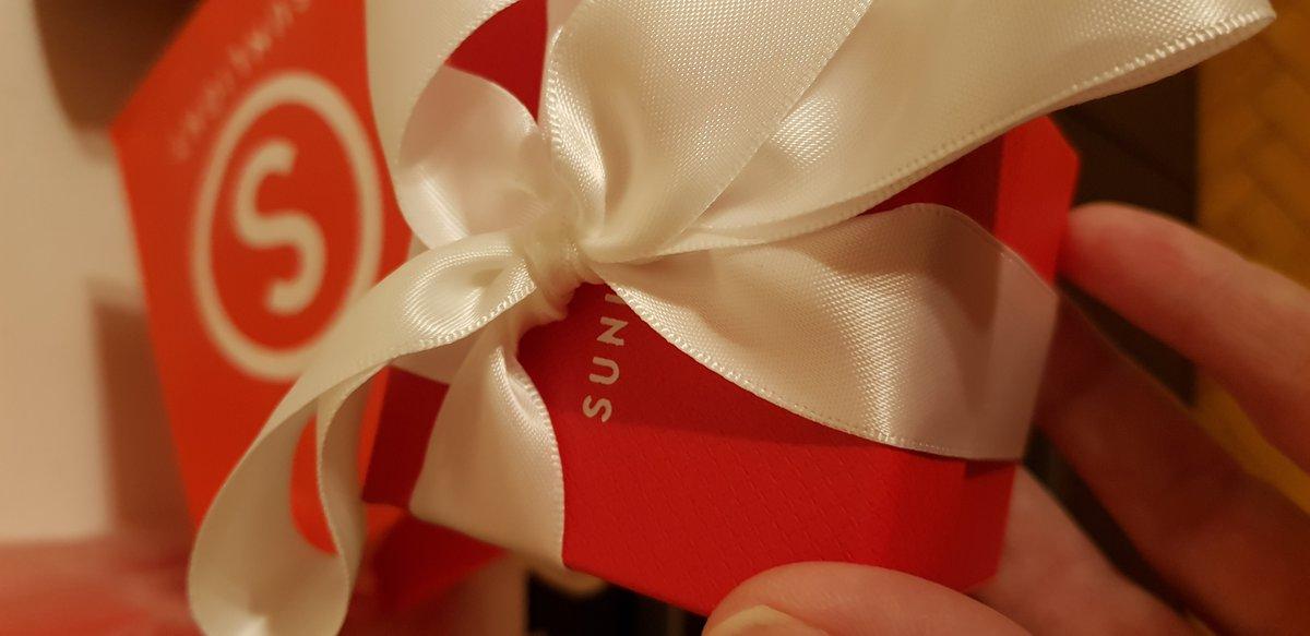 Себебряная брошь с янтарём в подарок