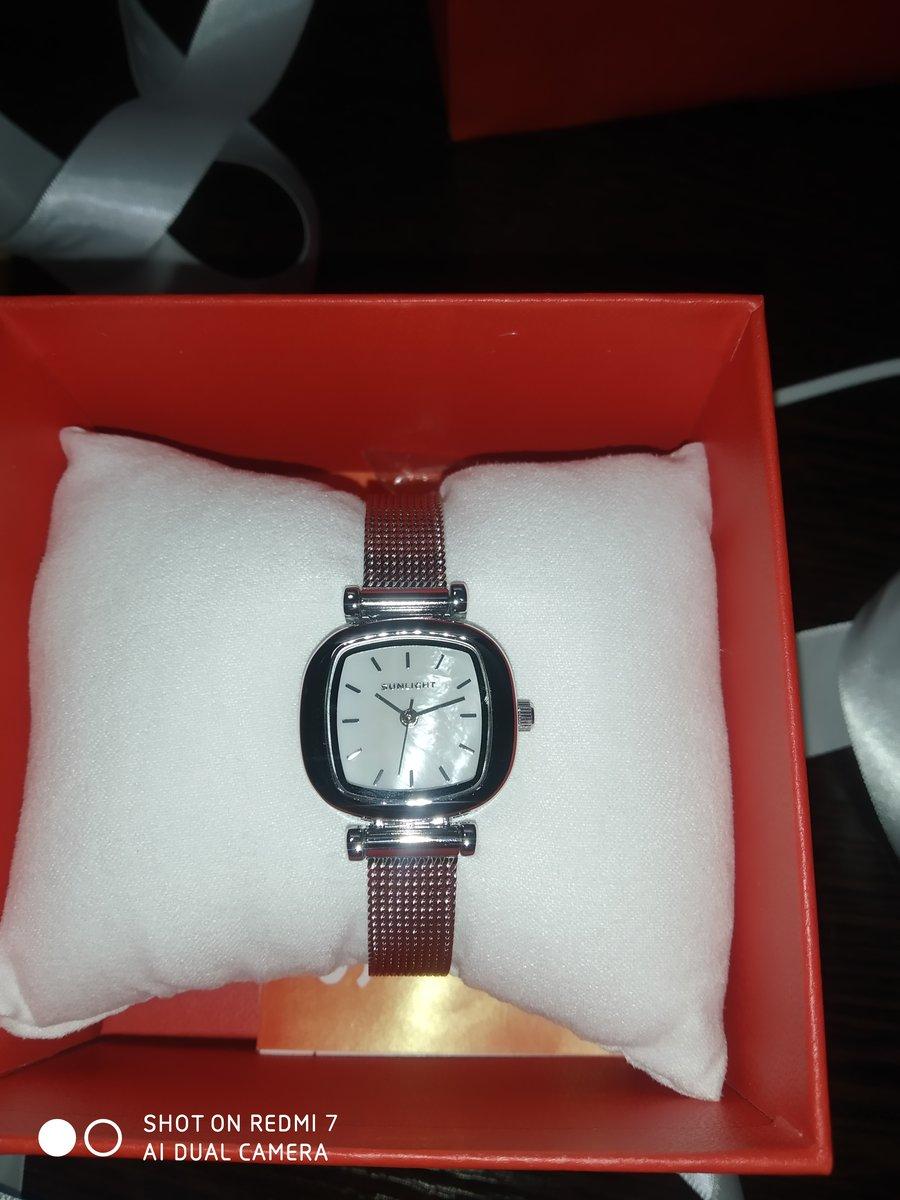 Часы с перламутровым циферблатом