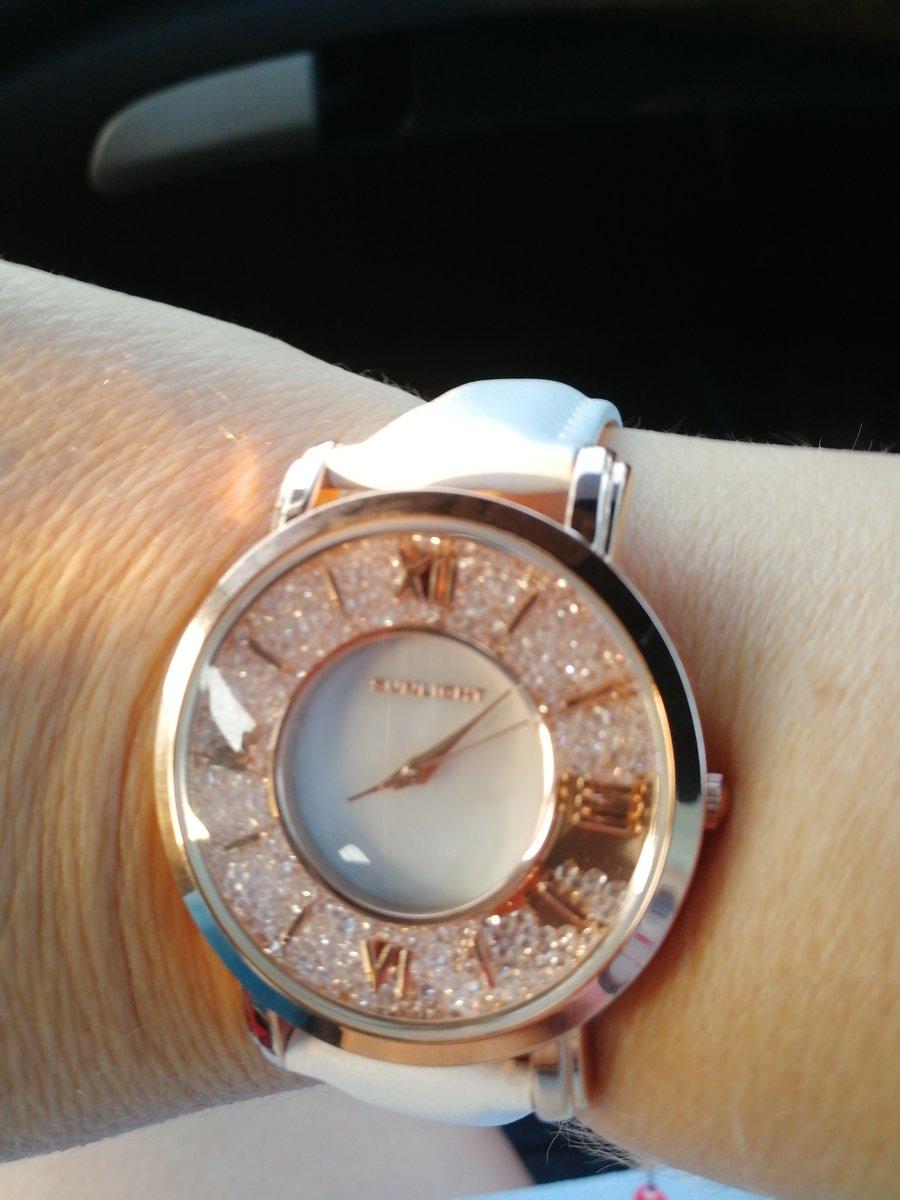 Часы на ремешке