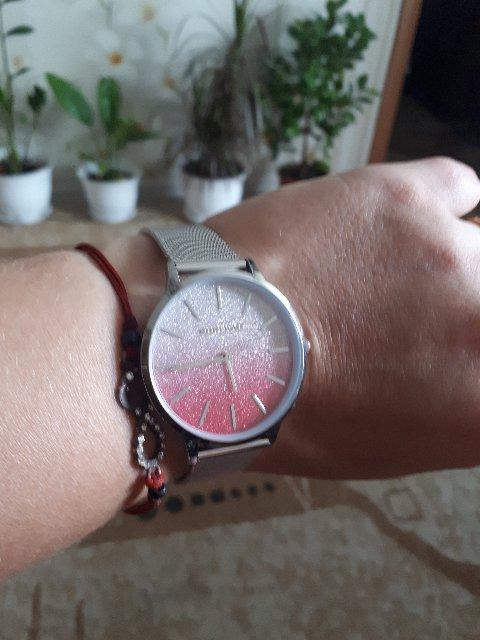 Часики красивые