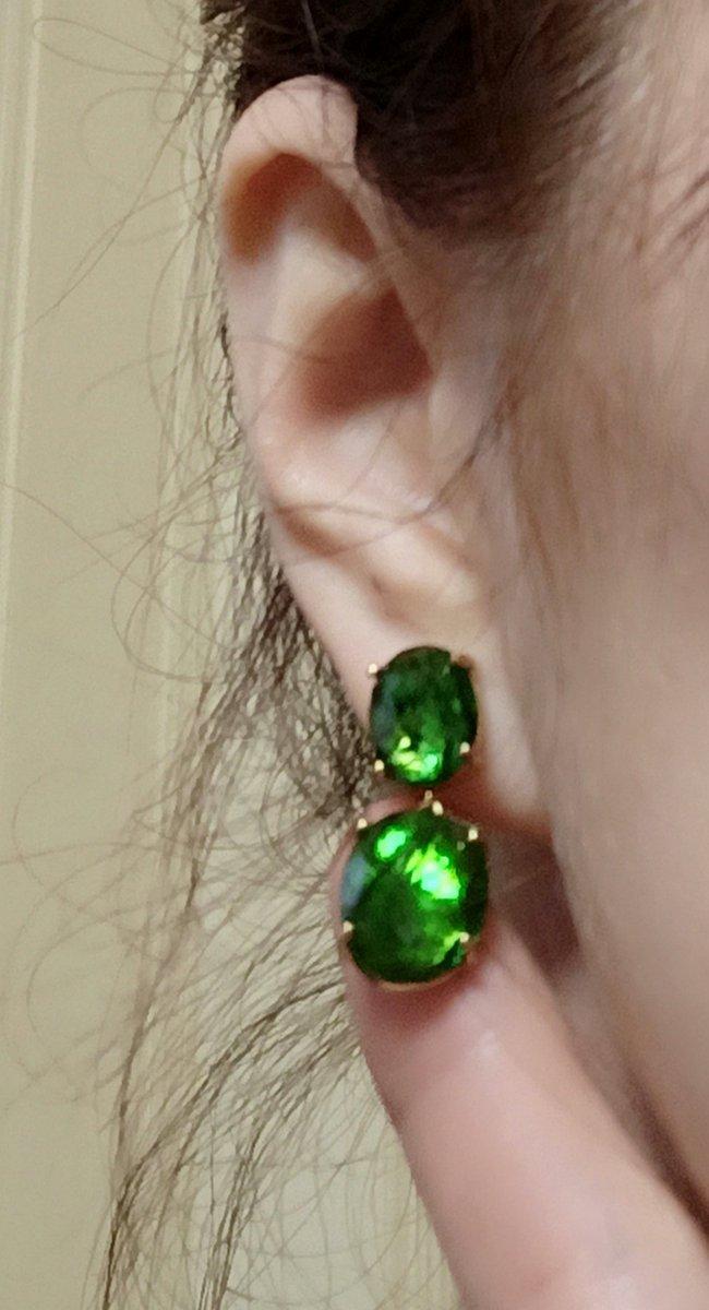 Изумрудно-зеленый цвет