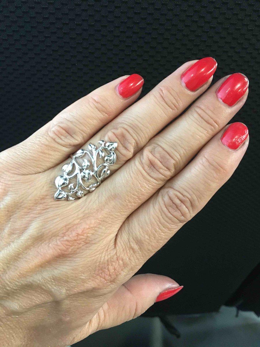 Красивое ажурное кольцо.