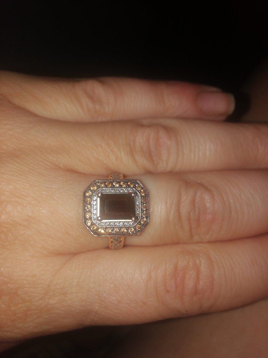 Кольцо очень красивое смотрится достойно