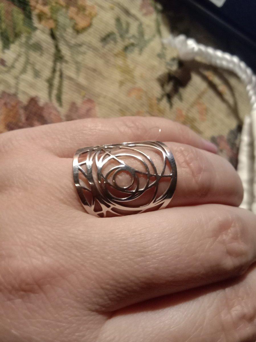 Сильное и современное кольцо