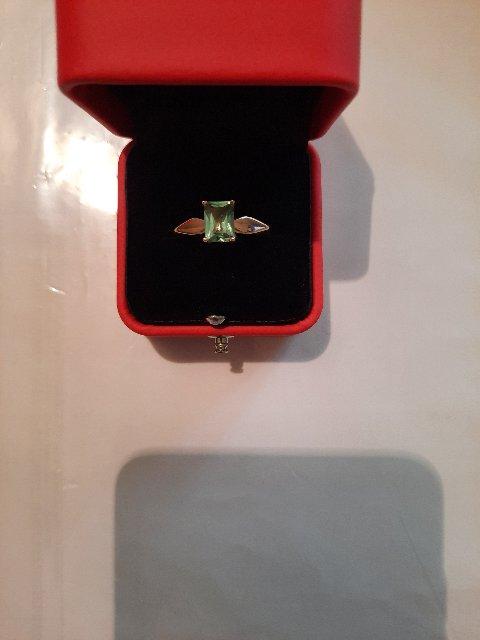 Очень красивое кольцо,смотрится изумительно.