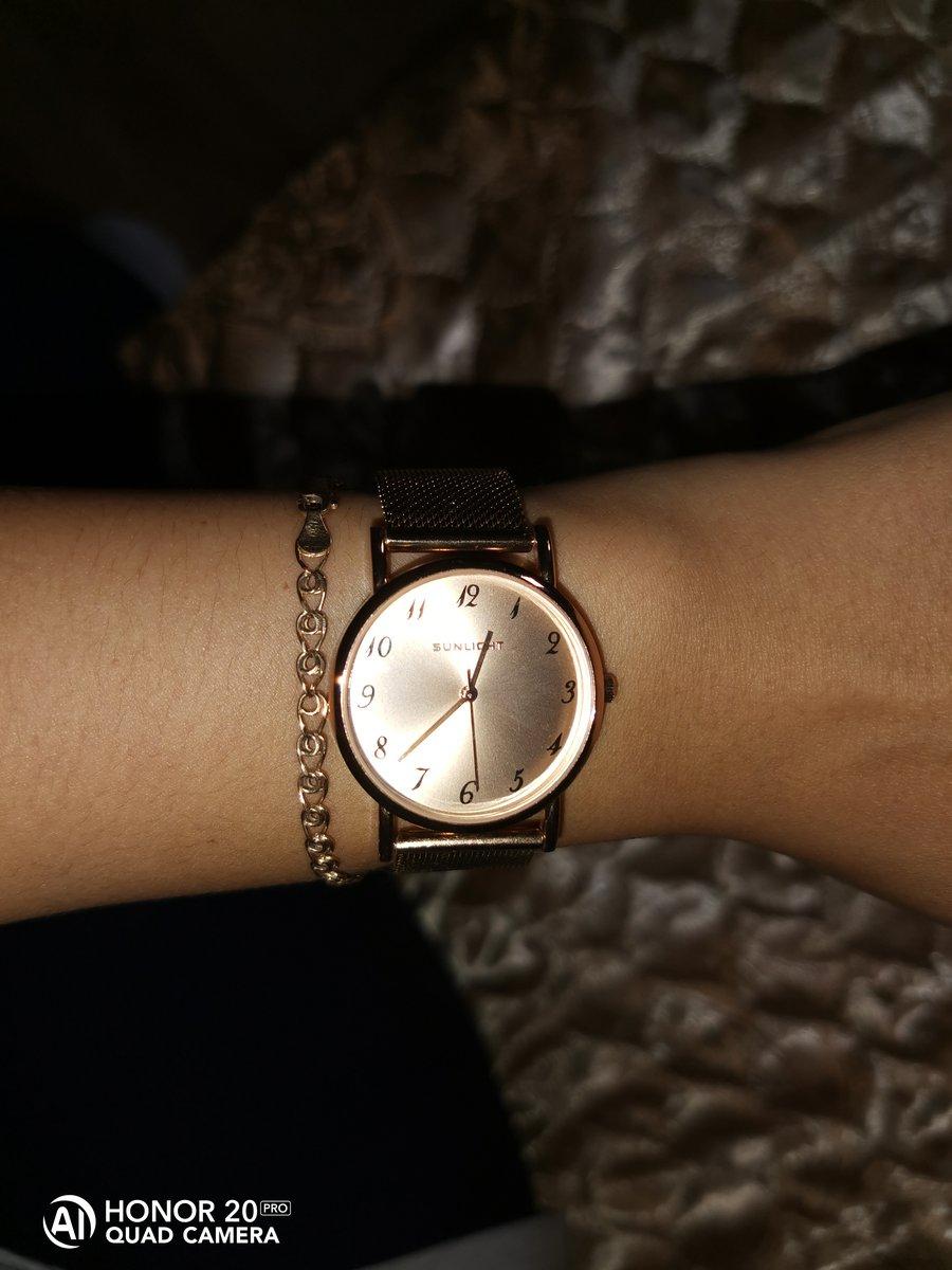 Часы очень красивые ношу с удовольствием спасибо за доставку!