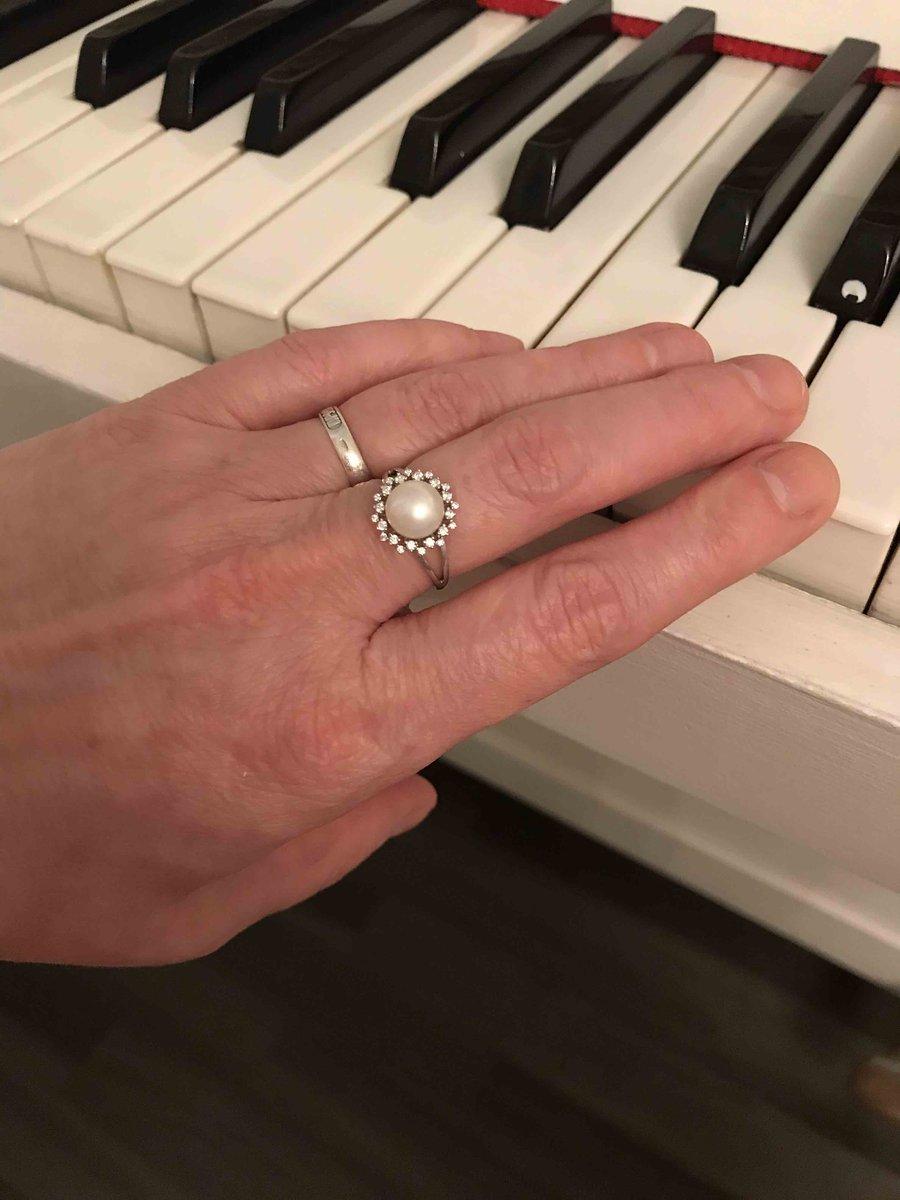 Нежнейшее кольцо с культивированным жемчугом.