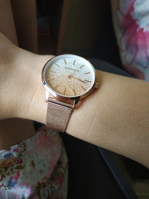 Очень хорошие часы, красиво сверкают.