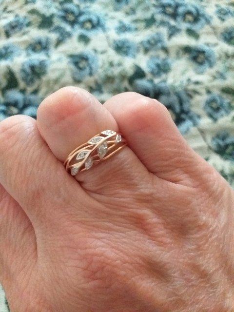 Кольцо с брильятами.