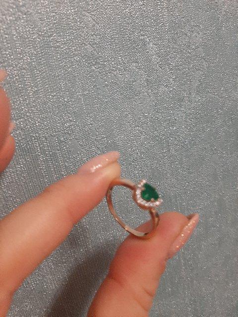 Отличное кольцо, очень красивое ,цвет камня сводит с ума.