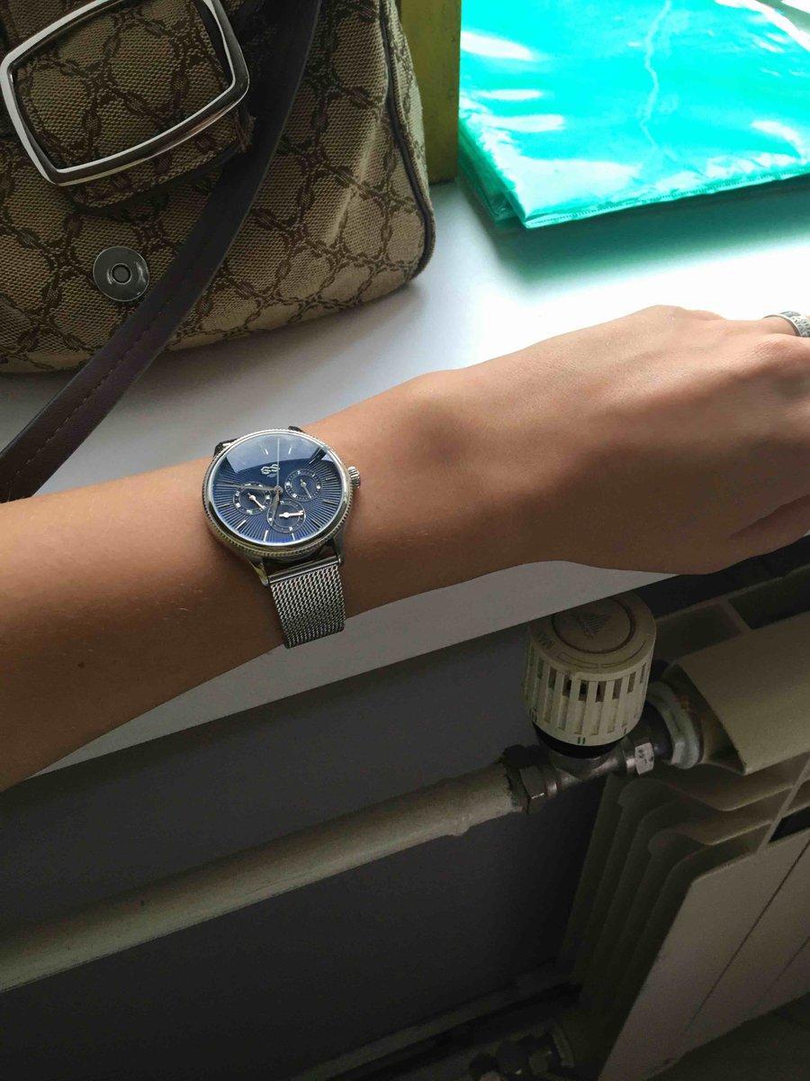 Стильные часы, смотрятся дорого и красиво!