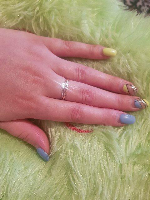 Кольцо классное, бриллиант 💍явно не маленький))) за такую цену, шикарно!!!