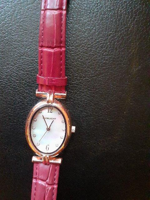 Элегантные женские часы.
