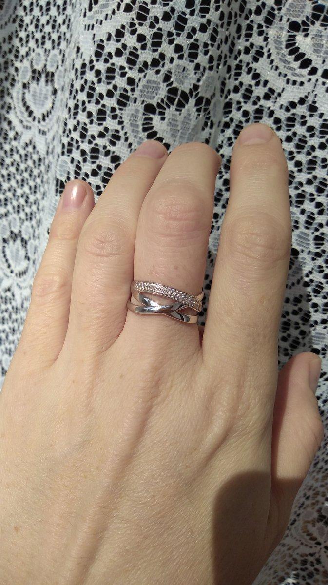 Очень красивое кольцо. удобное. я не пожалела о сделанной покупке.