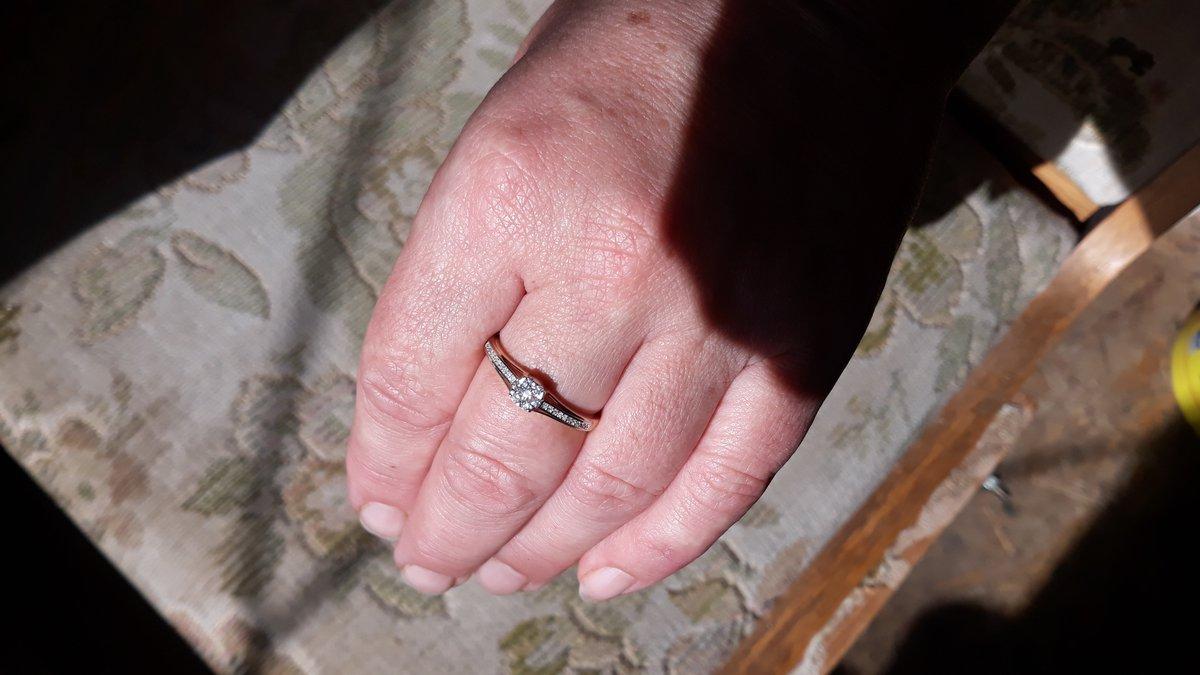 Кольцо с бриллиантоми.