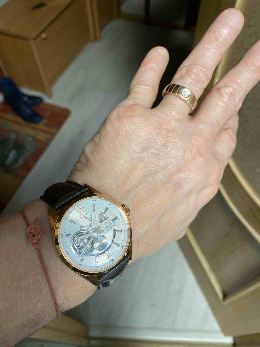 Кольцо золотое с бриллиантом не маленьким