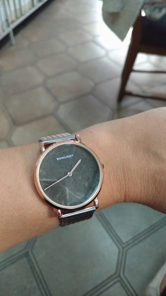 Часы со стильным металлическим браслетом
