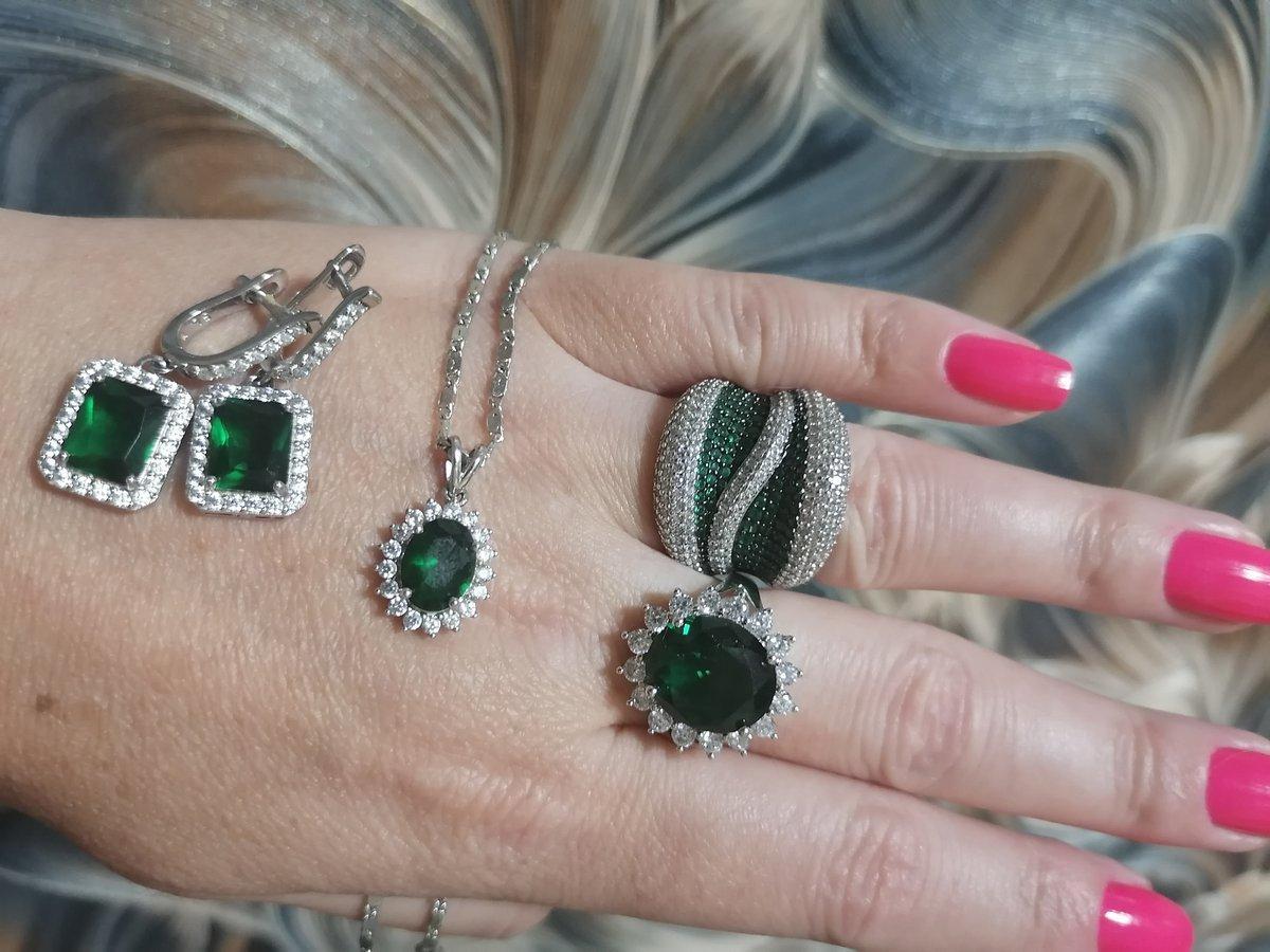 Зелёные фианиты!!!!!!!