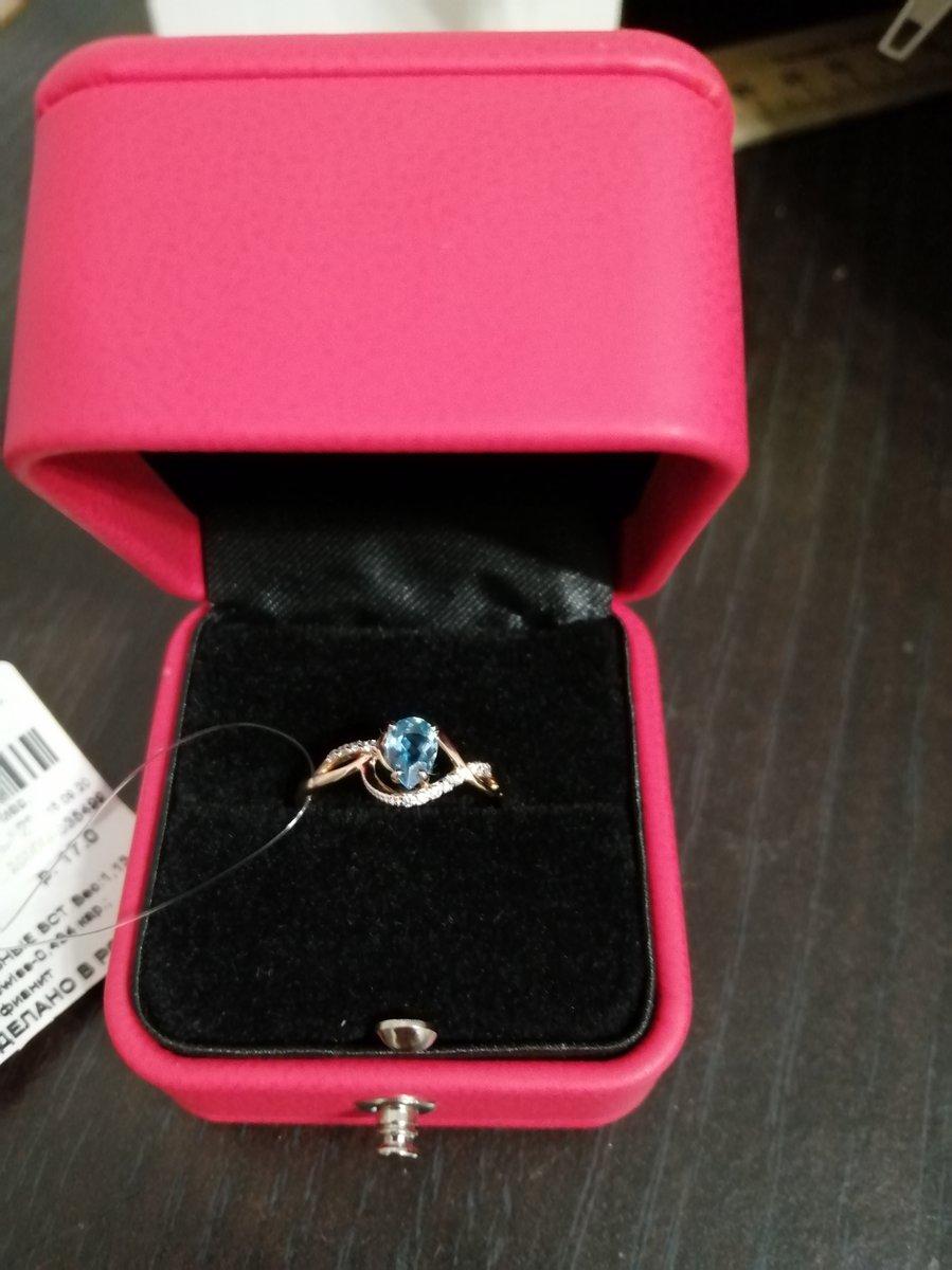 Очень красивое кольцо, нежное.