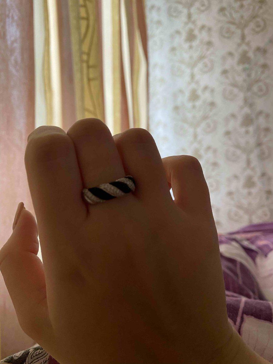 Серебряное кольцо с фианитами и эмалью п