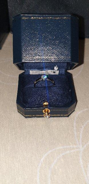 Очень красивое помолвочное кольцо,дорогое конечно,но оно того стоит.