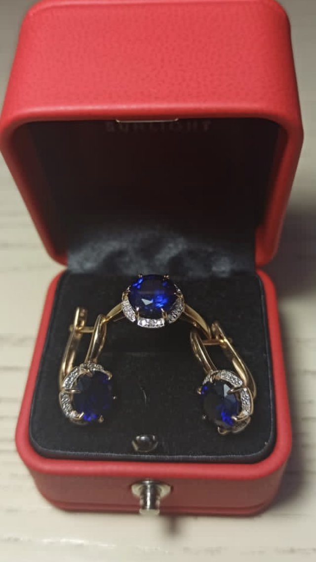 Комплект кольцо и серьги с сапфиром