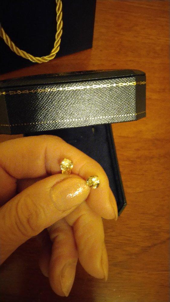 Золотые серьги купили к моему юбилею.понравились что очень блестят.