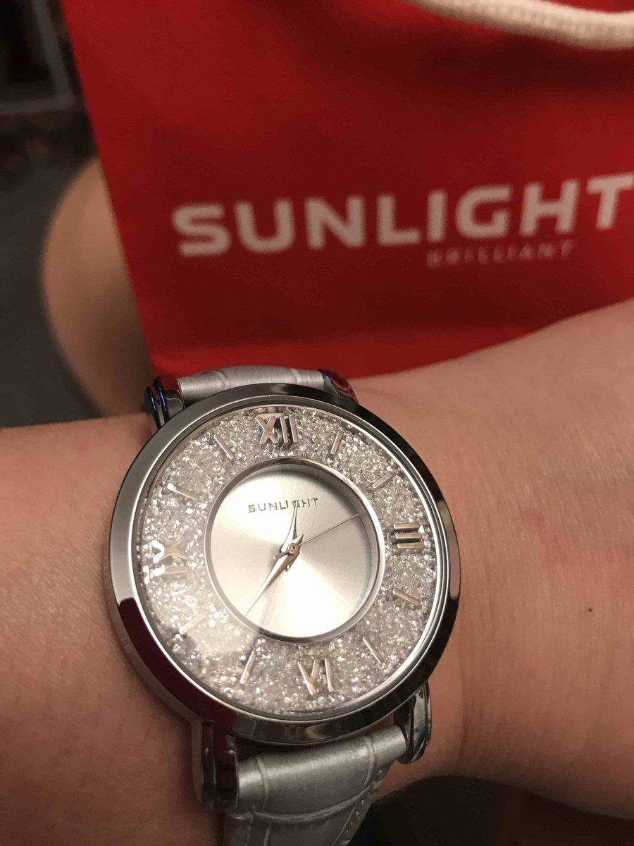 Часы красивые, прекрасно смотрятся на руке. отличная цветовая гамма