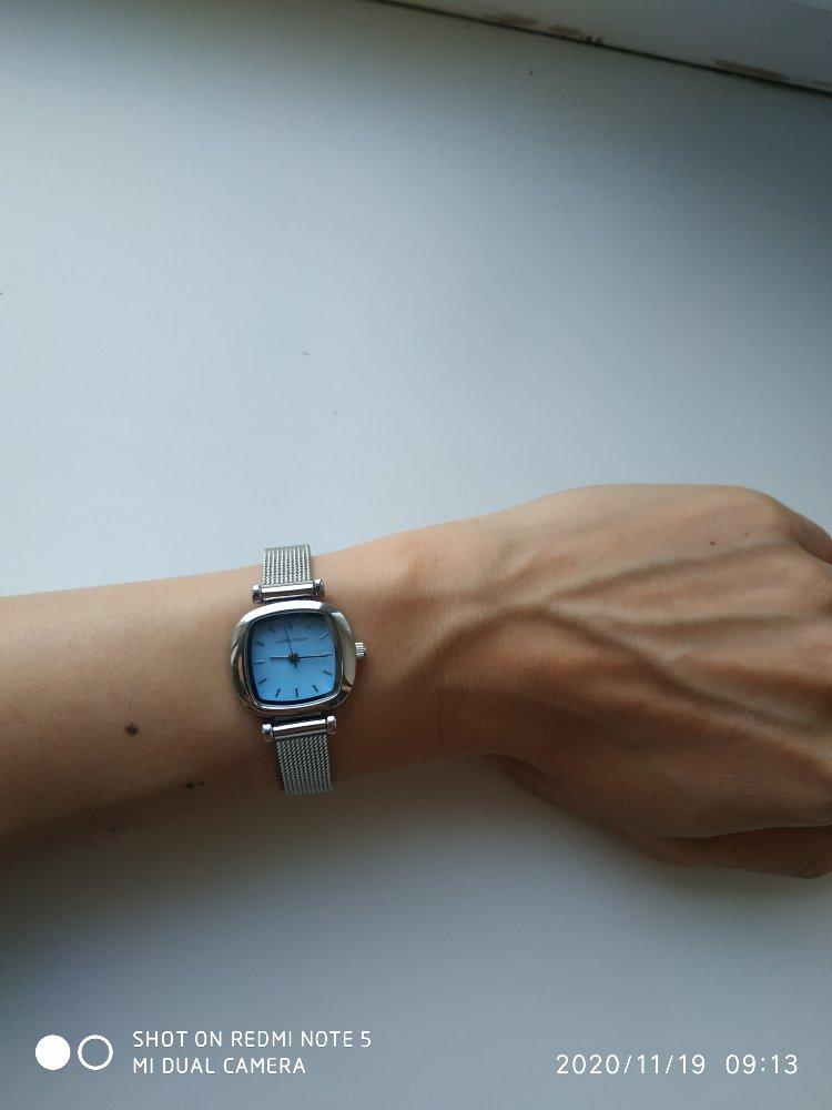 Красивые часы, циферблат около 2.5см