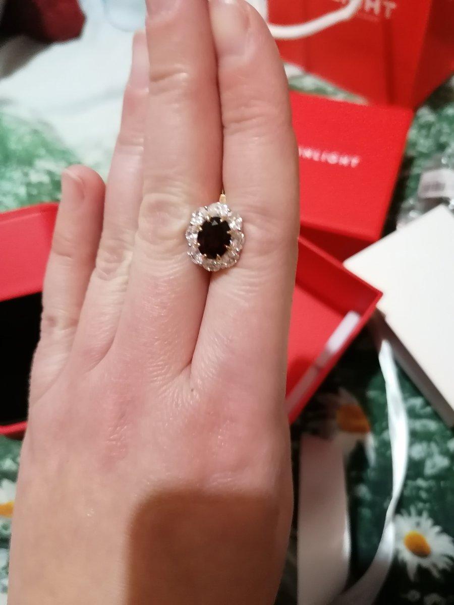 Серьги очень красивые!смотрятся шикарно,муж подарил мне на годовщину......