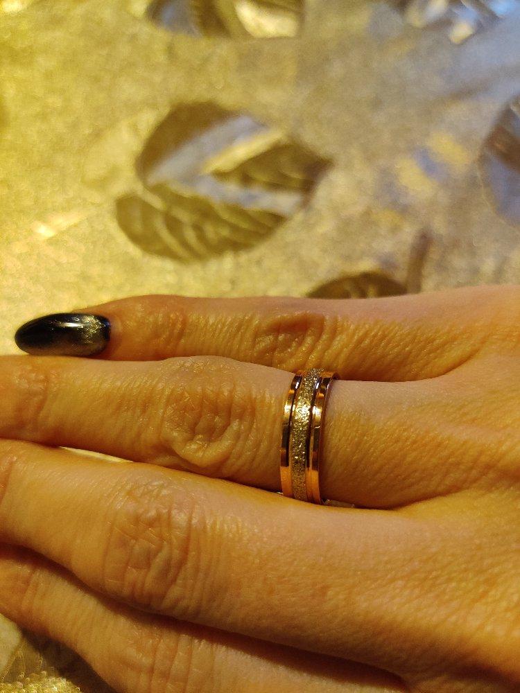 Обручальное кольцо из комбинированного золота.